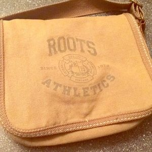 Roots Messenger bag purse